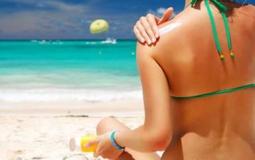 Destinazione spiagge assolate? Tintarella sì, ma con qualche precauzione